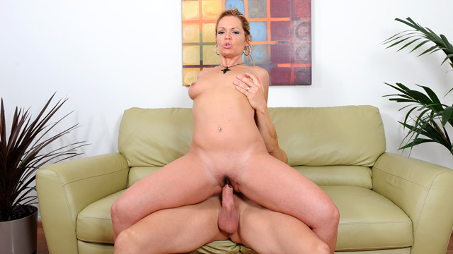 Kelly Leigh mature women video from Anilos