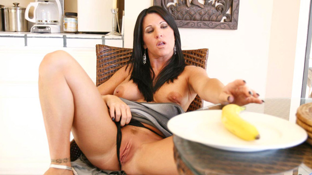 Unforgettable amazing MILF masturabation with toys