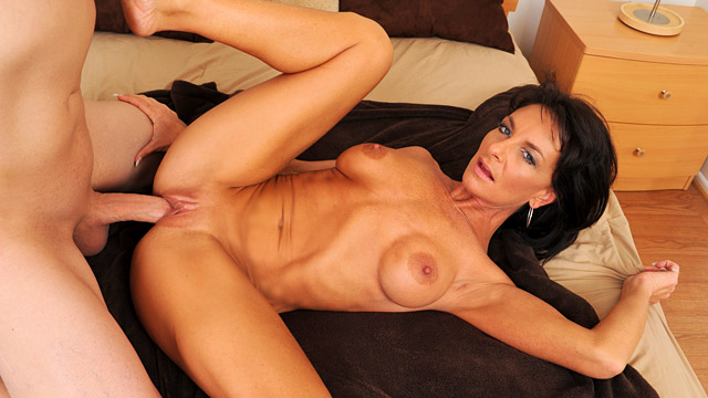 Sarah Bricks mature women video from Anilos